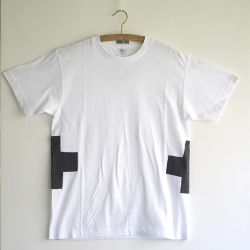 アートなTシャツ class=