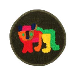イヌの小さな円形絨毯 class=